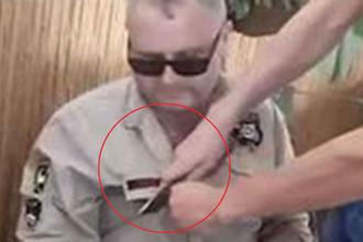 За флаг СССР: националисты на Украине порезали мужчине одежду