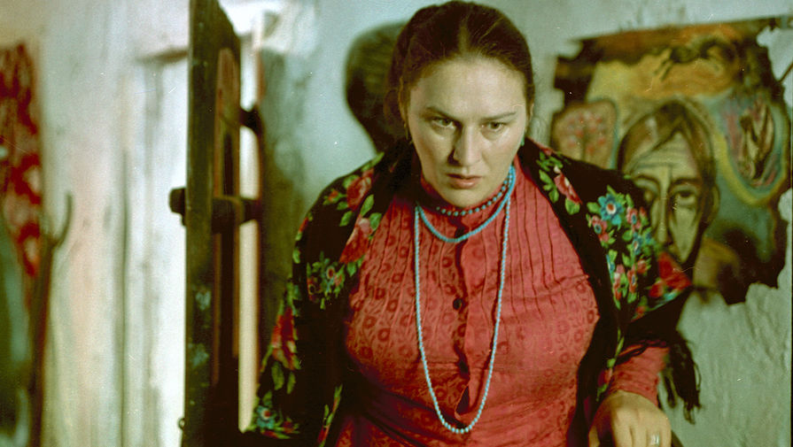 В ироничном фильме-театре <b>«Гори, гори, моя звезда» (1969)</b> Александра Митты ей досталась эпизодическая роль мадам &mdash; собутыльницы режиссера-самоучки Искремаса. Эта роль для Нонны Викторовны была совсем нехарактерной