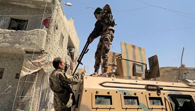 Солдаты Сирийских Демократических сил в Ракке, Сирия. 19 августа 2017 года