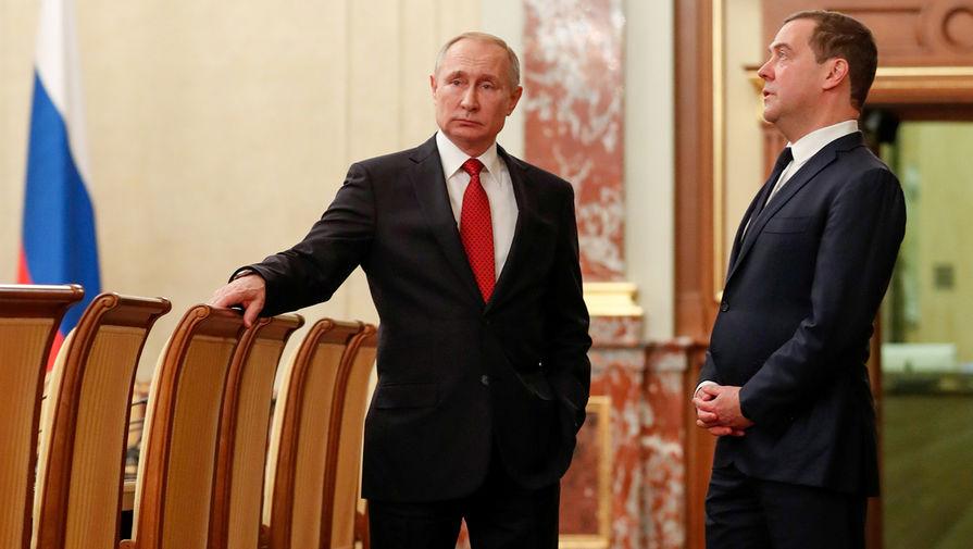 Президент РФ Владимир Путин и председатель правительства РФ Дмитрий Медведев перед встречей с членами правительства, 15 января 2020 года