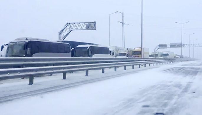 Автомобили на подъезде к Крымскому мосту, 19 февраля 2021 года