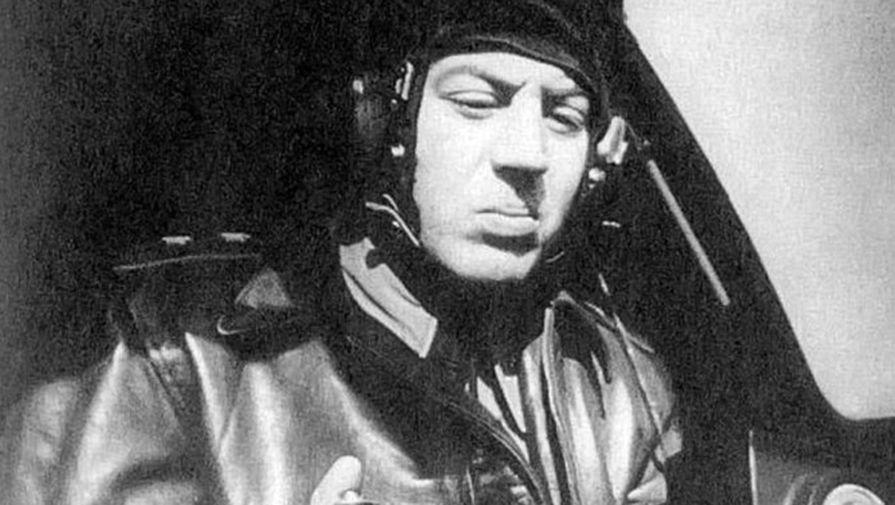 Василий Сталин за штурвалом истребителя