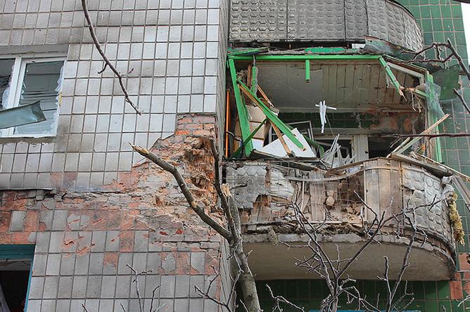 Жилой дом в Донецке, пострадавший от ночного обстрела