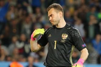 Вратарь сборной России Игорь Акинфеев не полетел с командой на тренировочный сбор в Австрию