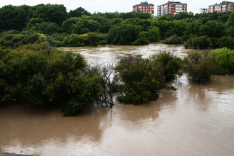 Река Комаровка, разлившаяся после ливней