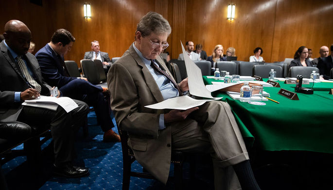 Сенатор от штата Луизиана Джон Кеннеди во время работы на Капитолийском холме, июнь 2018 года