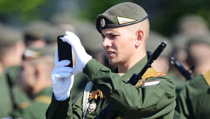 Госдума РФ запретила военным пользоваться смартфонами
