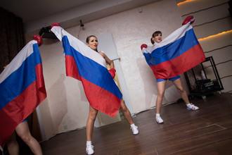 Репетиция номера с российскими флагами челябинского шоу-балета «Инфанта»