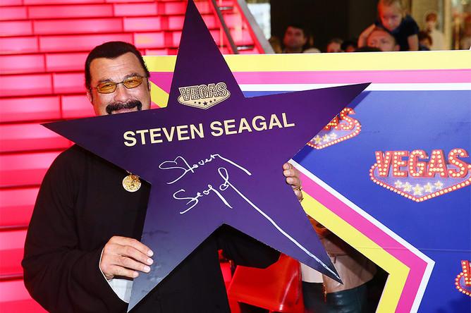 Стивен Сигал на церемонии открытия именной звезды на Аллее славы в Москве