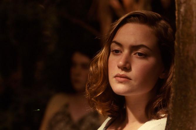 Первая же серьезная роль – школьницы-лесбиянки в триллере «Небесные создания» — принесла Кейт Уинслет мировую славу