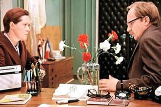 Кадр из фильма «Служебный роман» (1977)