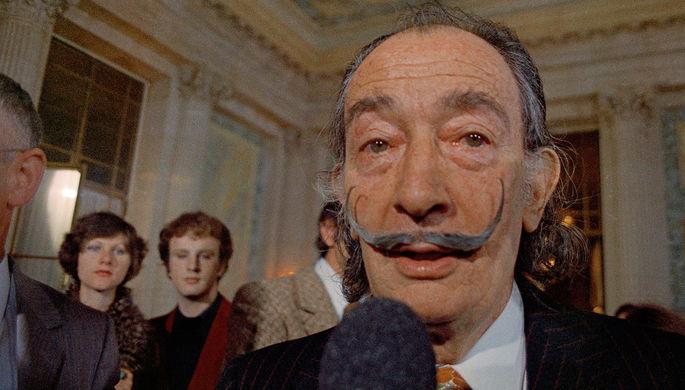 Сальвадор Дали во время презентации своей первой «хроно-голограммы» в Париже, 1973 год