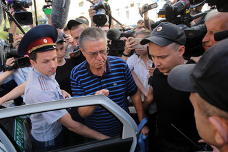 Бывший министр экономического развития РФ Алексей Улюкаев после заседания в Замоскворецком суде Москвы, 16 августа 2017 года