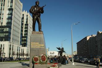 Памятник Михаилу Калашникову в центре Москвы, 22 сентября 2017 года
