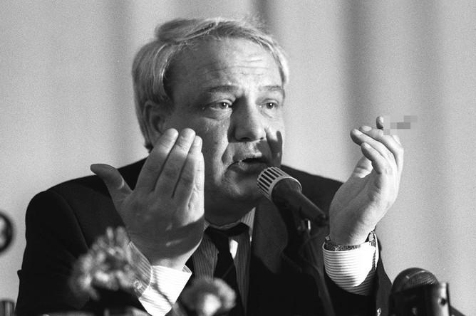 Владимир Буковский во время пресс-конференции, 1991 год