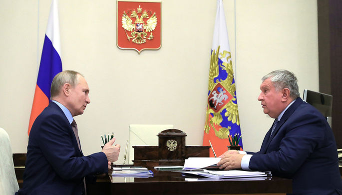 Президент России Владимир Путин и директор, председатель правления, заместитель председателя совета директоров компании «Роснефть» Игорь Сечин во время встречи, 15 февраля 2021 года