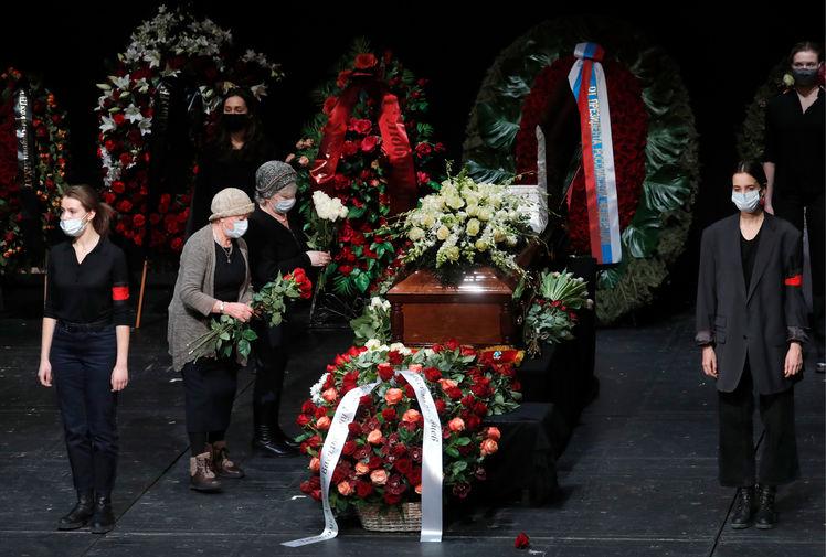 Во время церемонии прощания с актером Андреем Мягковым в МХТ имени А.П.Чехова, 20 февраля 2021 года
