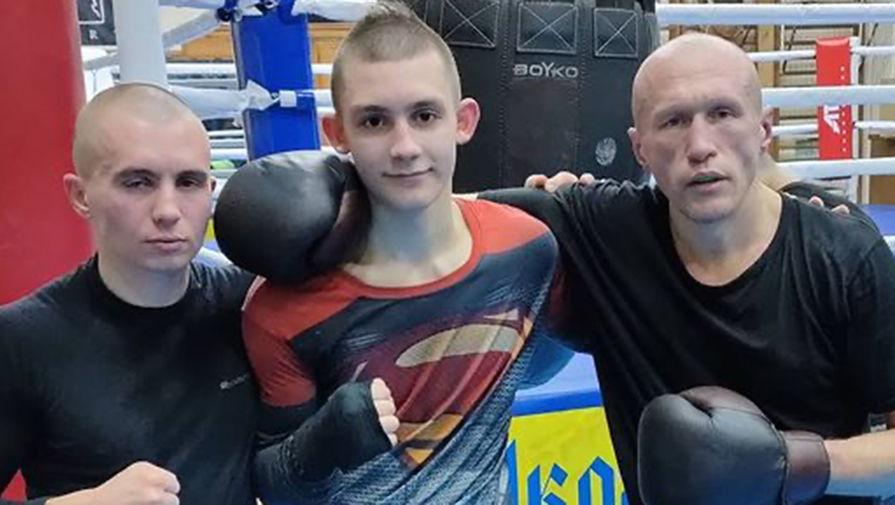 Украинский школьник (на фото в центре), который устроил скандал на уроке из-за русского языка