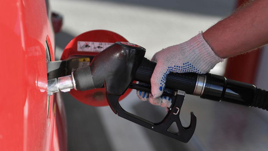 Эксперт посоветовал проверять недолив топлива на АЗС при помощи канистры