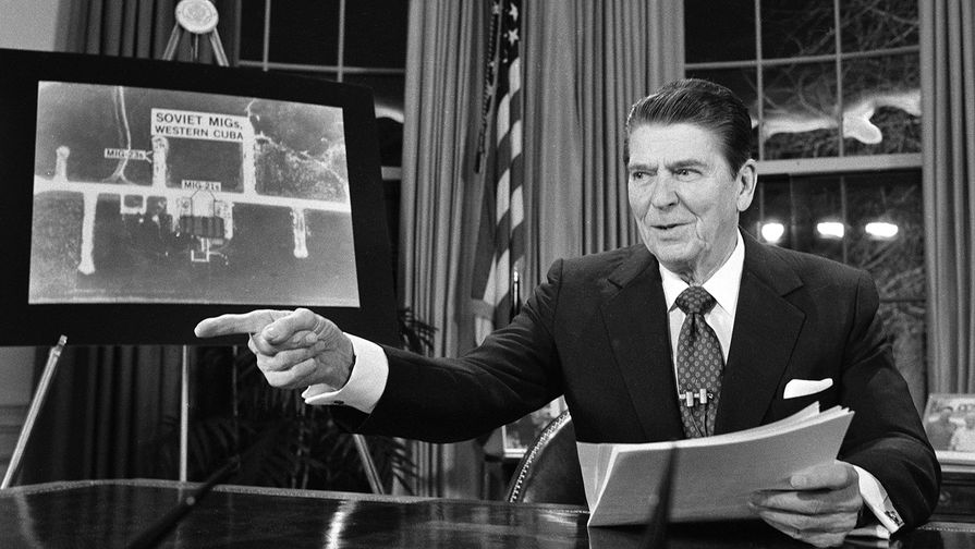 23 марта 1983 года. Рональд Рейган во время телевизионного обращения к нации