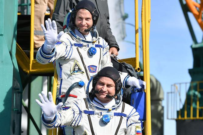 Член основного экипажа МКС-57/58 астронавт NASA Ник Хейг (США) и член основного экипажа МКС-57/58 космонавт «Роскосмоса» Алексей Овчинин (Россия)