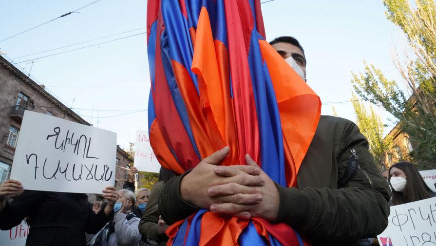Полиция оцепила здание МИД Армении из-за протестов