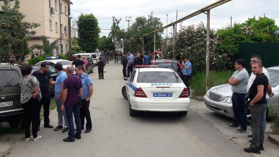 Полиция на месте происшествия, в ходе которого убили двух судебных приставов в Сочи, 9 июня 2021 года
