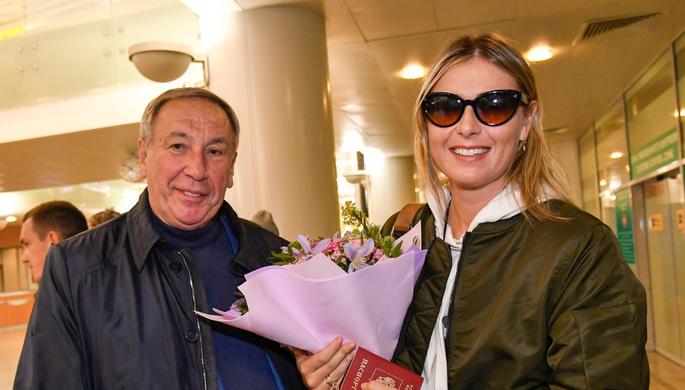 Российскую теннисистку Марию Шарапову встречает в аэропорту президент Федерации тенниса России Шамиль Тарпищев