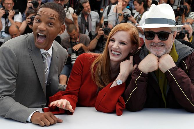Уилл Смит, Джессика Честейн и режиссер Педро Альмодовар на открытии 70-го Каннского кинофестиваля