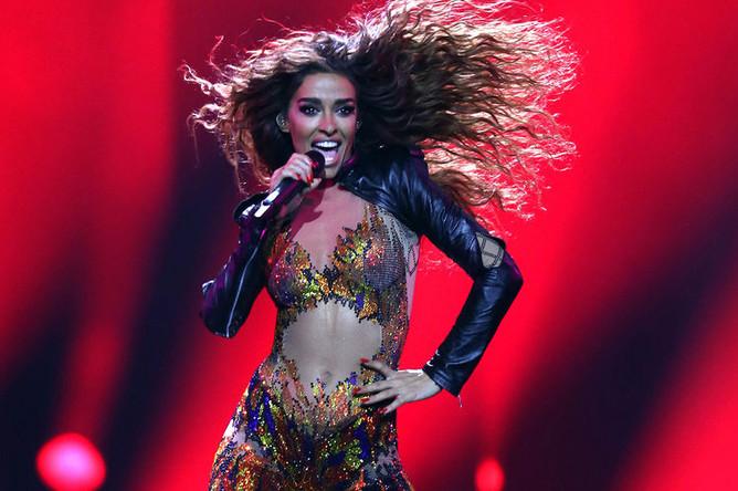 Участница «Евровидения-2018» из Кипра Элени Фурейра исполняет песню 'Fuego'
