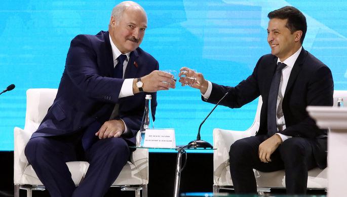 Президент Белоруссии Александр Лукашенко и президент Украины Владимир Зеленский во время встречи, 4 октября 2019 года