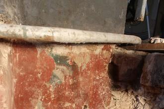 Раскрытая поздняя фреска северной абсиды с фрагментами фрески XII века