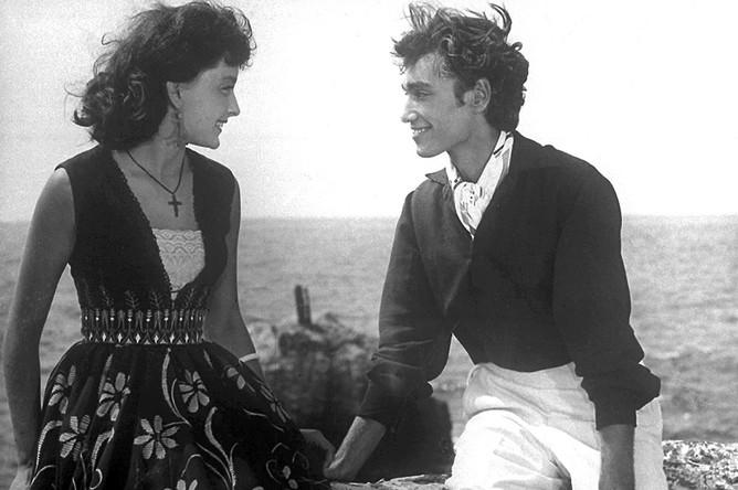 Анастасия Вертинская и Владимир Коренев в кадре из фильма «Человек-амфибия», 1962 год