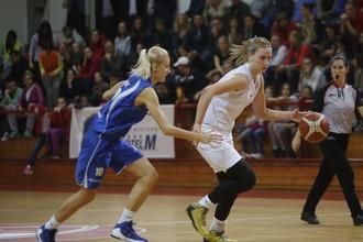 Наташа Ковачевич (справа)