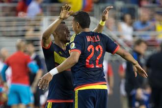 Колумбийцы Фарид Диас и Джейсон Мурильо (№22) празднуют победу