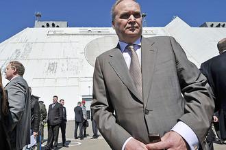 Заместитель министра обороны РФ Анатолий Антонов во время посещения радиолокационной станции системы противоракетной обороны (ПРО) города Москвы, 2012 год