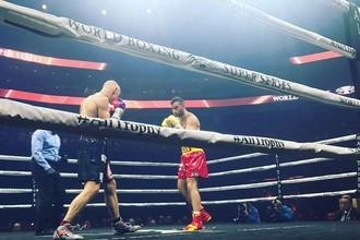 Российский боксер Мурат Гассиев нокаутировал поляка Кшиштофа Влодарчика в четвертьфинальном поединке Всемирной боксерской суперсерии (WBSS)
