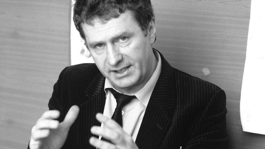 Позже — в 1972-1977 годах — Жириновский учился на вечернем отделении юридического факультета МГУ, с тех пор его все знают как юриста. А в 2000 году ему присвоили звание Заслуженного юриста Российской Федерации
