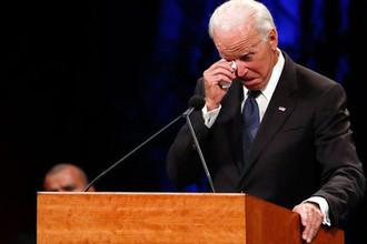 Бывший вице-президент США Джо Байден во время речи в память о сенаторе Джоне Маккейне в Баптистской церкви Северного Финикса, 30 августа 2018 года