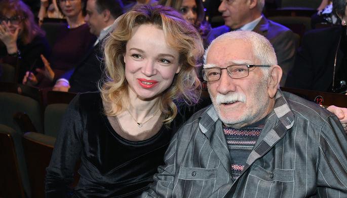 Армен Джигарханян с супругой Виталиной Цымбалюк-Романовской на юбилейном вечере в честь 90-летия...