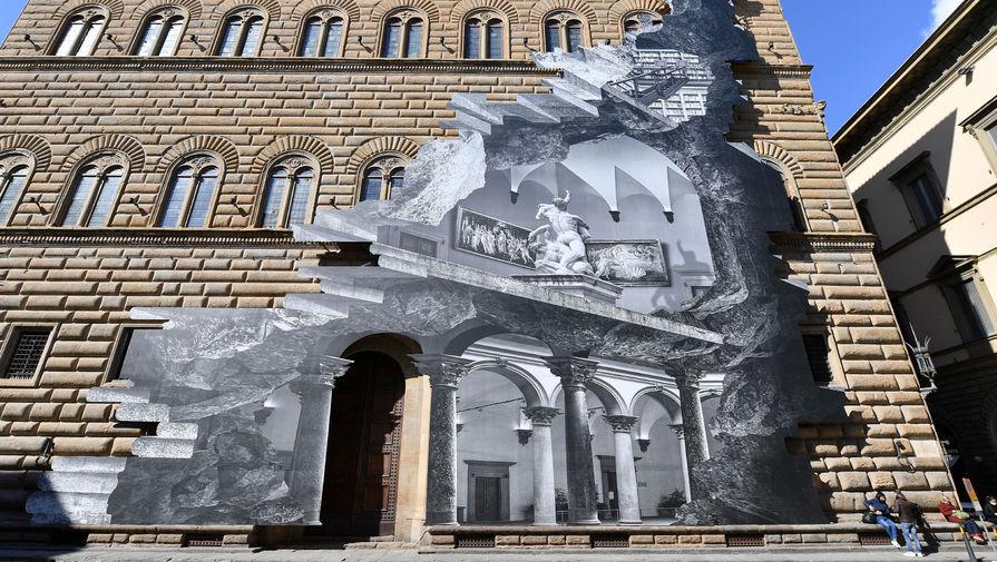 На фасаде палаццо во Флоренции появилась Рана
