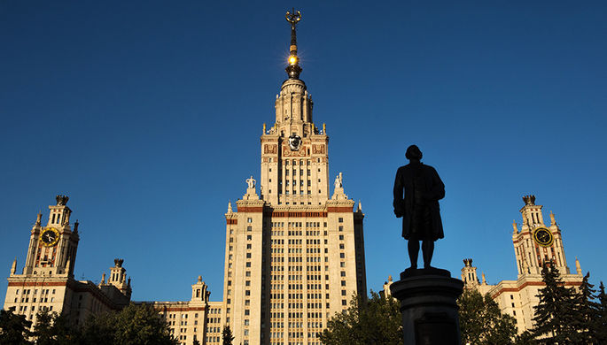 «Уворачивалась от поцелуев»: скандал с домогательствами в МГУ