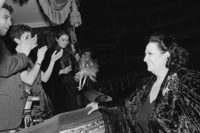 Испанская певица Монсеррат Кабалье во время выступления на благотворительном концерте в Большом театре, 1992 год