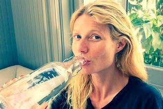 Стройное тело американской актрисы и певицы Гвинет Пэлтроу – результат изнурительной диеты и упражнений. Пэлтроу рекомендует во время диеты пить много воды