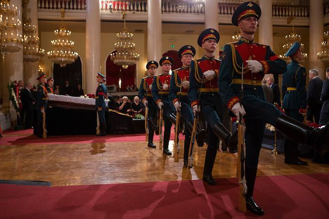 Во время церемонии прощания с политиком Евгением Примаковым в Колонном зале Дома союзов
