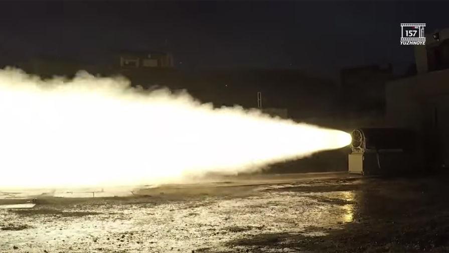 Скриншот видео испытаний украинского оперативно-тактического ракетного комплекса «Гром-2»