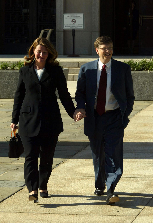Мелинда и Билл Гейтс после заседания суда по делу Microsoft в Вашингтоне, 2002 год
