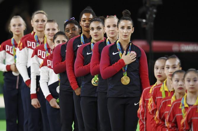 Сборная России (Ангелина Мельникова, Дарья Спиридонова, Алия Мустафина, Седа Тутхалян, Мария Пасека) в командных соревнованиях по спортивной гимнастике завоевала серебряную медаль Олимпийских игр – 2016, уступив представительницам США, но оказавшись сильнее китаянок