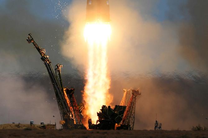 Пуск ракеты-носителя «Союз-ФГ» с транспортным пилотируемым кораблем «Союз МС-04» с космодрома Байконур, 20 апреля 2017 года