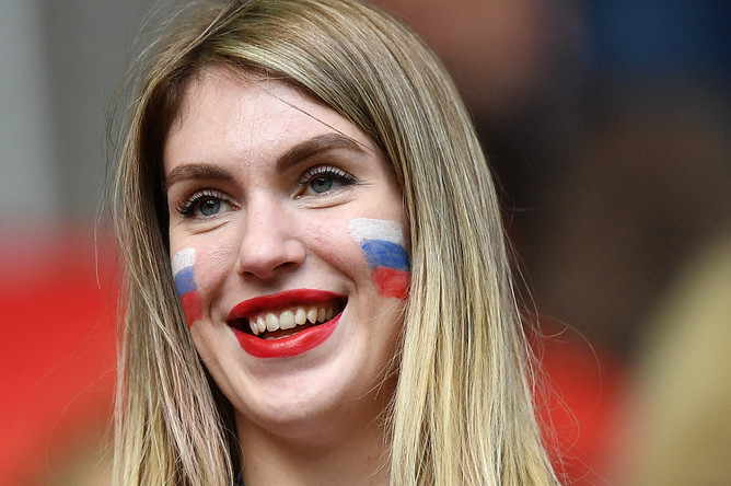 Российская болельщица на матче Кубка конфедераций-2017 по футболу между сборными России и Португалии